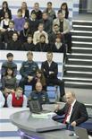 <p>Премьер-министр России Владимир Путин выступает во время ежегодной телеконференции в Москве 16 декабря 2010 года. Премьер-министр России Владимир Путин обвинил в коррупции в период нахождения у власти в 1990-е лидеров внепарламентской либеральной оппозиции, не оставивших намерения участвовать в выборах. REUTERS/Alexsey Druginyn/RIA Novosti/Pool</p>