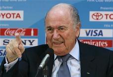 <p>Presidente da Fifa, Joseph Blatter, durante coletiva de imprensa em Abu Dhabi em dezembro. Blatter disse neste domingo que pretende criar um comitê anti-corrupção para policiar a entidade que controla o futebol mundial. 17/12/2010 REUTERS/Fahad Shadeed/Arquivo</p>