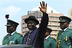 <p>Nigeria's President Goodluck Jonathan waves during a military parade marking Nigeria's 50th independence anniversary in Abuja October 1, 2010. REUTERS/Afolabi Sotunde</p>