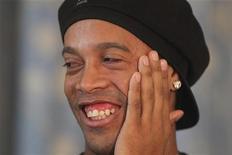 <p>Ronaldinho Gaúcho durante coletiva de imprensa no hotel Copacabana Palace no Rio de Janeiro. O técnico da seleção brasileira, Mano Menezes, espera que a chegada de Ronaldinho ao país traga de volta o futebol que encantou o mundo e o fez ser eleito pela Fifa o melhor jogador do planeta em 2004 e 2005. 06/11/2011 REUTERS/Bruno Domingos/Arquivo</p>