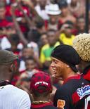 <p>Ronaldinho Gaúcho é apresentado pelo Flamengo, numa festa que reuniu 20 mil torcedores no campo de treinamento do clube. 12/01/2011 REUTERS/Marcos Michael</p>