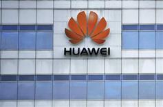 <p>Huawei mise sur le déploiement des réseaux télécoms de quatrième génération (4G) pour augmenter son empreinte en France et souhaiterait être perçu à terme comme un acteur local. /Photo d'archives/REUTERS</p>