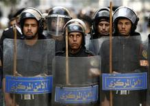 <p>Riot police keep watch as they hold shields during clashes with protesters in Cairo January 26, 2011. REUTERS/Goran Tomasevic</p>