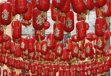 <p>Chinese lanterns hang above the streets in London's Chinatown district to celebrate the Chinese New Year January 26, 2009. REUTERS/Stephen Hird</p>