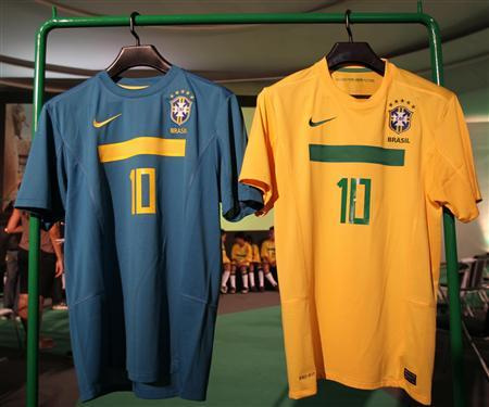 CORREÇÃO OFICIAL-Nova camisa da seleção tem faixa verde no peito ... b8efc3e2e7b16