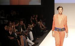<p>A model presents a creation by designer Amber Feroz during Dubai Fashion Week October 28, 2010. REUTERS/Ahmad Hassan</p>