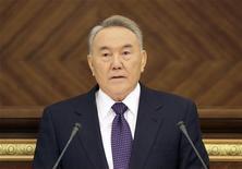 <p>Президент Казахстана Нурсултан Назарбаев обращается к парламенту в Астане, 28 января 2011 года. Бессменный президент Казахстана Нурсултан Назарбаев назначил на 3 апреля 2011 года внеочередные президентские выборы. REUTERS/Stringer</p>