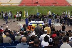 <p>The Israeli flag-draped coffin of Avi Cohen is seen during a special public memorial service at a football stadium near Tel Aviv December 29, 2010. REUTERS/Nir Elias</p>
