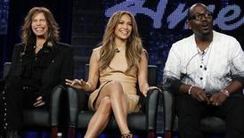 """<p>Foto de archivo de los jueces de """"American Idol"""" Steven Tyler (izquierda en la imagen), Jennifer Lopez y Randy Jackson en Pasadena, EEUU, ene 11 2011. Canciones de los ganadores y finalistas de """"American Idol"""" saldrán dentro de un álbum recopilatorio de su décimo aniversario. REUTERS/Lucy Nicholson</p>"""