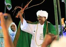 <p>Sudanese President Omar Hassan al-Bashir during an election rally, April 09, 2010. REUTERS/Mohamed Nurdldin</p>