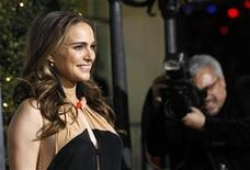 """<p>Cast member Natalie Portman poses at the premiere of """"No Strings Attached"""" at the Regency Village theatre in Los Angeles January 11, 2011. REUTERS/Mario Anzuoni</p>"""