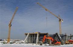 <p>Строительство стадиона для проведения Евро-2012 в Львове 2 февраля 2010 года. Президент Украины Виктор Янукович пообещал завершить строительство всех объектов для проведения Евро-2012 в этом году. REUTERS/Vitaliy Hrabar</p>
