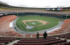 <p>Workers observe the diamond as finishing touches are put on RFK stadium in Washington March 31, 2005, in preparation for the first home game of the Washington Nationals Baseball team. REUTERS/Jason Reed</p>