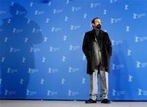 """<p>O diretor iraniano Asghar Farhadi posa no Festival de Cinema de Berlim, promovendo o filme """"Nader and Simin: A Separation"""". 15/02/2011 REUTERS/Christian Charisius</p>"""