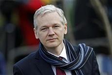 <p>El fundador de WikiLeaks, a su llegada a la corte en Londres. feb 24 2011. Una corte británica aprobó el jueves la extradición a Suecia del fundador de WikiLeaks, Julian Assange, por acusaciones de delitos sexuales. REUTERS/Stefan Wermuth</p>