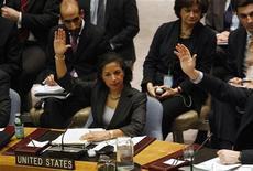<p>Посол США в ООН Сьюзан Райс на встрече по вопросу Ливии в Нью-Йорке, 26 февраля 2011 года. Соединенные Штаты стягивают военные корабли и самолеты к границам Ливии, где продолжаются выступления против Муаммара Каддафи. REUTERS/ Joshua Lott</p>