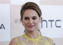 """<p>Natalie Portman of '""""Black Swan"""" poses for photographs during arrivals at the 2011 Film Independent Spirit Awards in Santa Monica, California February 26, 2011. REUTERS/Danny Moloshok</p>"""