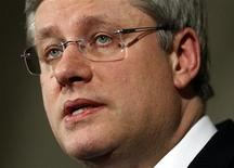 <p>Prime Minister Stephen Harper speaks about the situation in Libya from the House of Commons foyer on Parliament Hill in Ottawa February 27, 2011. REUTERS/Blair Gable</p>