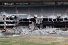 <p>Estádio do Maracanã, no Rio de Janeiro, passa por reforma para a Copa do Mundo de 2014. REUTERS/Ricardo Moraes</p>