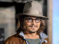 """<p>Johnny Depp, que faz a voz do personagem principal em """"Rango"""", na estreia do filme em Los Angeles, em fevereiro. 14/02/2011 REUTERS/Gus Ruelas</p>"""
