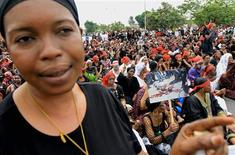 <p>Anti-Gbagbo protesters demonstrate in Treichville, Abidjan March 8, 2011. REUTERS/Thierry Gouegnon</p>