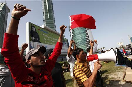 Anti-government protesters shout during a protest at the Bahrain Financial Habour in Manama, March 7, 2011. REUTERS/Hamad I Mohammed