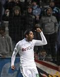 <p>Brandão, do Olympique Marseille, comemora gol contra o Bordeaux em partida da Liga Francesa em Marselha, França. O atacante voltará ao Brasil após ser investigado por suposto estupro. 16/01/2011 REUTERS/Jean-Paul Pelissier</p>
