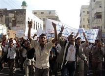 <p>Anti-government protesters shout slogans during a demonstration to demand the ouster of Yemen's President Ali Abdullah Saleh in the southern city of al-Habileen March 10, 2011. REUTERS/Stringer</p>