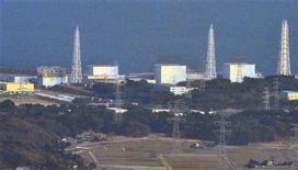 """<p>Вид на АЭС """"Фукусима-1"""" в Японии 13 марта 2011 года. Японские власти всеми силами пытаются избежать взрывов двух ядерных реакторов, в то время как список жертв мощнейшего землетрясения и последовавшего за ним цунами превысил 10.000 человек. REUTERS/Kyodo</p>"""