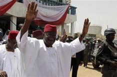 <p>Nigerian President Goodluck Jonathan waves to the crowd as he leaves a campaign rally in Kano, northern Nigeria, March 16, 2011. REUTERS/Joe Penney</p>