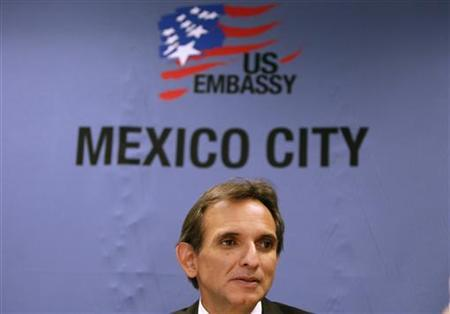 U.S. Ambassador to Mexico Carlos Pascual speaks during a meeting with the foreign media at the U.S. embassy in Mexico City, May 26, 2010. REUTERS/Daniel Aguilar