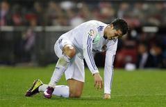 <p>Cristiano Ronaldo, do Real Madrid, reage antes de ser substituído no segundo tempo da partida contra o Atlético Madrid, em Madri. 19/03/2011 REUTERS/Susana Vera</p>