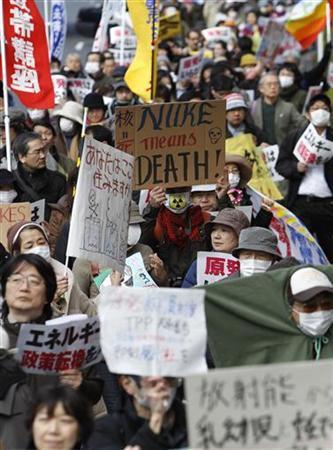 Demonstration gegen Atomkraft in Tokio am 27. März 2011. REUTERS/Toru Hanai