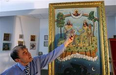 <p>Artist Anatoly Pastyrev points at his painting at a city museum in the town of Nazarovo, some 200 km (124 miles) west of Krasnoyarsk, April 3, 2011. REUTERS/Ilya Naymushin</p>