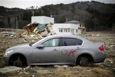 <p>Разобранная машина в городе Ямада на севере Японии, 25 марта 2011 года. В морской порт Владивостока доставлен из Японии подержанный автомобиль с незначительным превышением уровня радиации, сообщила во вторник владивостокская таможня, уведомившая о случившемся МЧС. REUTERS/Carlos Barria</p>