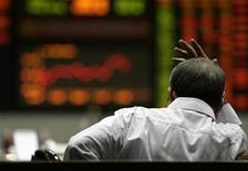 <p>A trader watches the electronic board on the floor of the Philippine Stock Exchange, which closed up 3.08 percent in today's trading in Makati City, Metro Manila November 14, 2008. REUTERS/John Javellana</p>