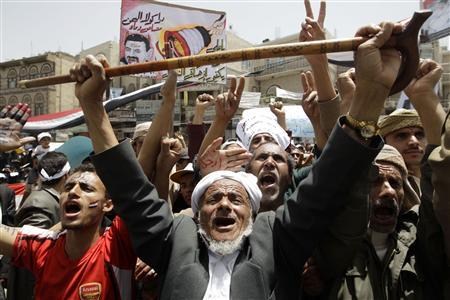 Anti-government protesters shout slogans during a rally to demand the ouster of Yemen's President Ali Abdullah Saleh outside Sanaa University April 5, 2011. REUTERS/Ammar Awad