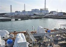 """<p>Японская АЭС """"Фукусима-1"""", 6 апреля 2011 года. Япония начала закачивать азот в поврежденный реактор АЭС """"Фукусима-1"""", пытаясь таким способом избежать новых взрывов, которые могут быть вызваны скоплением водорода. REUTERS/Japan Maritime Self-Defence Force/Handout</p>"""