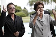 <p>Presidente Dilma Rousseff recebe o vocalista do U2 Bono Vox em Brasília. 08/04/2011 REUTERS/Uelslei Marcelino</p>