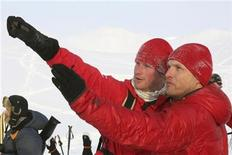 <p>Britain's Prince Harry (C) speaks with Walking with the Wounded team leader Inge Solheim, on the island of Spitsbergen, between the Norwegian mainland and the North Pole March 29, 2011. REUTERS/David Cheskin/Pool</p>