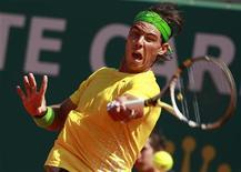 <p>Rafael Nadal durante jogo contra Jarkko Nieminen no Masters de Monte Carlo Masters em Mônaco. Nadal atropelou o finlandês com uma vitória de 6-2 6-2 na segunda rodada do Masters de Monte Carlo nesta quarta-feira. 13/04/2011 REUTERS/Eric Gaillard</p>