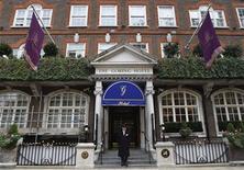 <p>Fachada do Goring Hotel, onde a noiva real britânica Kate Middleton passará sua última noite de plebeia, em Londres. 15/04/2011 REUTERS/Luke MacGregor</p>