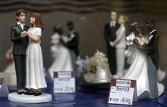 <p>A wedding cake figurine of a couple made up of two women (L) is seen at a pastry shop in the northern Spanish town of Santander July 22, 2005. REUTERS/ Victor Fraile</p>