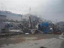 """<p>АЭС """"Фукусима-1"""" в префектуре Фукусима 14 апреля 2011 года. Япония запретит вход в 20-километровую зону вокруг атомной станции """"Фукусима-1"""", сообщил в четверг генеральный секретарь кабинета министров Юкио Эдано. REUTERS/Tokyo Electric Power Co. (TEPCO)/Handout</p>"""