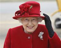 <p>Britain's Queen Elizabeth holds on to her hat in high winds, during her visit to her grandson, Prince William, at RAF Valley, in north Wales April 1, 2011. REUTERS/Christopher Furlong/Pool</p>