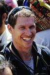 <p>Foto de archivo del cineasta y foto periodista Tim Hetherington durante un mitin en Bengasi, Libia, mar 25 2011. La represión de periodistas en los levantamientos populares en Oriente Medio y Africa del Norte no tiene precedentes, según los expertos, con más de 500 ataques, algunos de ellos mortales, documentados por un grupo supervisor de los medios. REUTERS/Finbarr O'Reilly/Files</p>