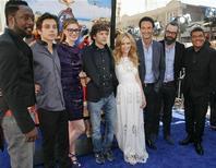 """<p>Актеры фильма """"Рио"""" на его премьере в Голливуде 10 апреля 2011 года. Мультфильм о приключениях попугая """"Рио"""" остается на вершине североамериканского проката уже вторые выходные подряд, а также сохранил лидерство и во всем мире, в целом собрав уже почти $300 миллионов. REUTERS/Jason Redmond</p>"""