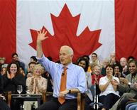 <p>New Democratic Party (NDP) leader Jack Layton waves to supporters during a campaign stop in Toronto April 26, 2011. REUTERS/Mike Cassese</p>