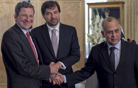 U.S. special envoy for Afghanistan and Pakistan Marc Grossman (L), Pakistani Foreign Secretary Salman Bashir (R) and Afghan Deputy Foreign Minister Javed Ludin (C) join hands before a news conference at the foreign ministry in Islamabad May 3, 2011. REUTERS/Mian Khursheed