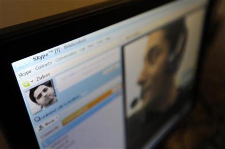 Zubair Ghumro speaks to his friend Sheeraz Qazalbash using Skype software at an internet cafe in central London August 10, 2010.REUTERS/Paul Hackett